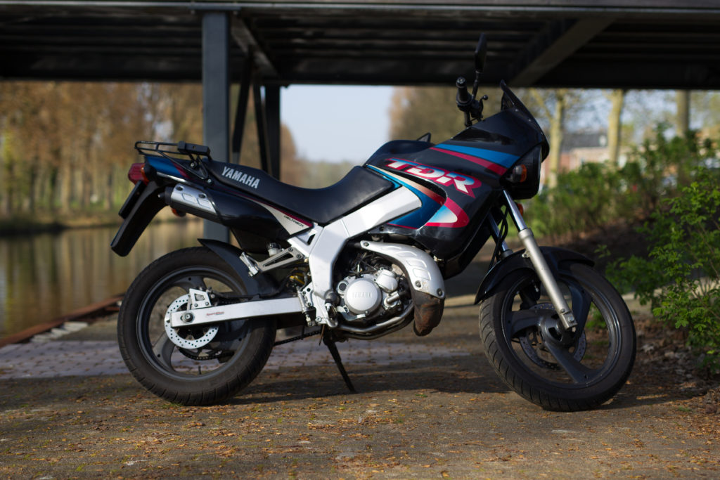 Motor voor motorrijles voor het motorrijbewijs categorie A1