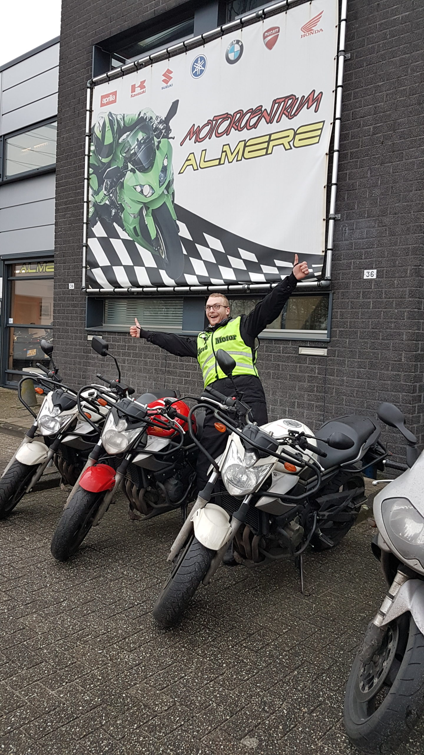 Je motorrijbewijs haal je bij de leukste motorrijschool uit Almere!  Meld je snel aan voor een kennismakingsles! En rij deze zomer op je eigen motor!