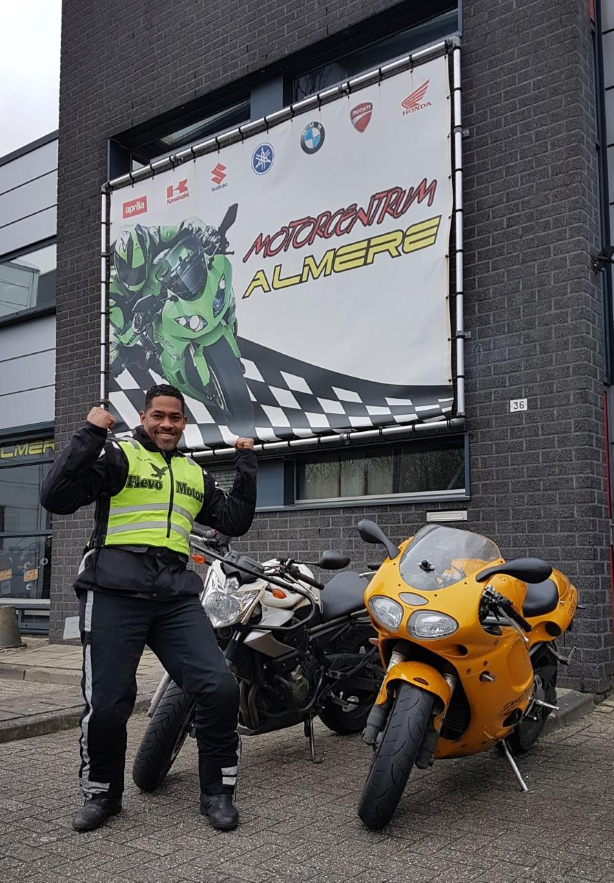 Motorrijles bij FlevoMotor de leukste motorrijschool in Almere ook voor leerlingen uit  Muiderberg Weesp Naarden!  Ook in een keer slagen voor je motorrijbewijs? Meld je snel aan voor een kennismakingsles!