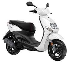 Je haalt bij ons je bromfietsrijbewijs op een yamaha neos scooter