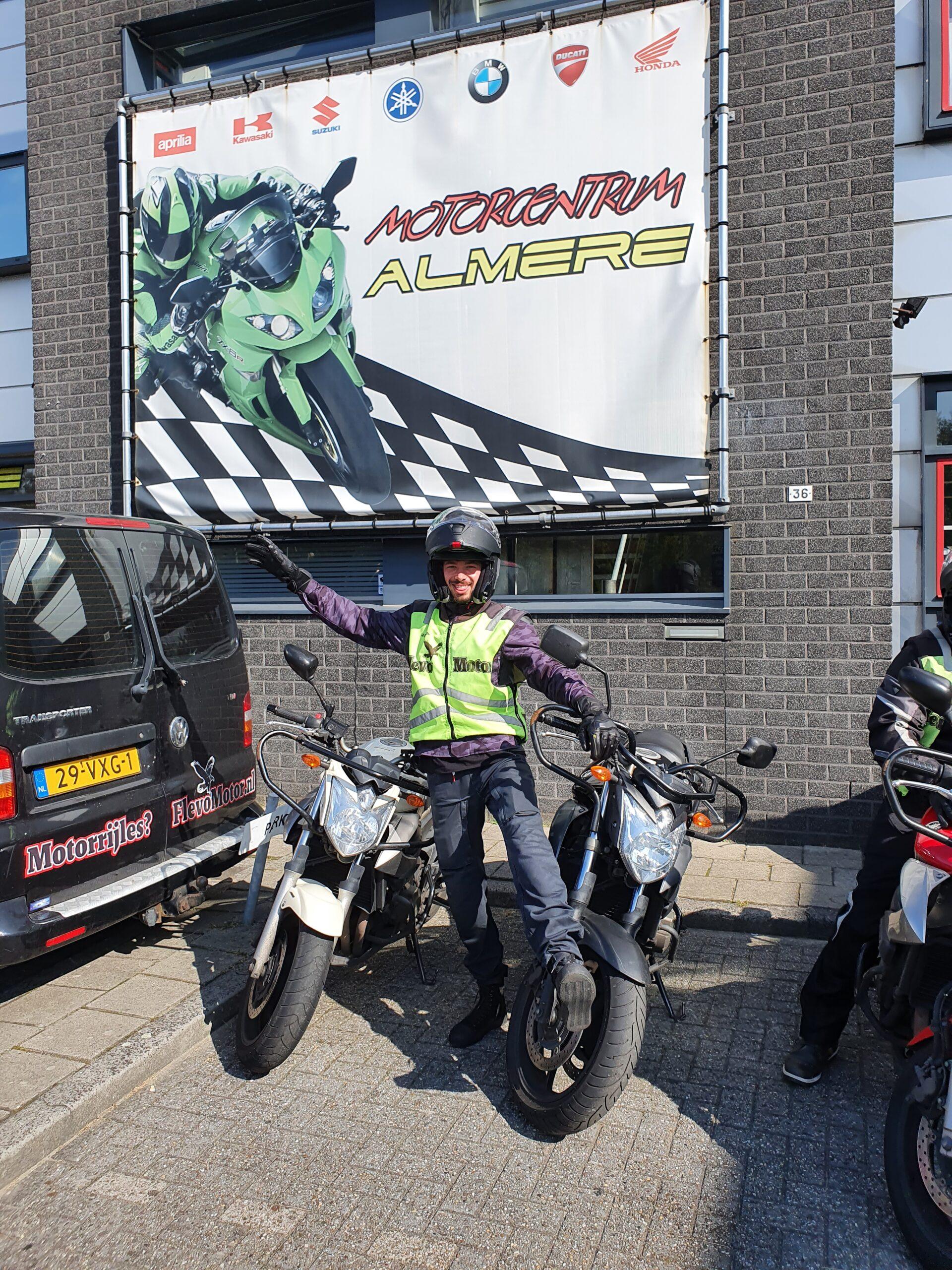 Alex ook bij FlevoMotor in een keer geslaagd voor zijn motorrijbewijs.