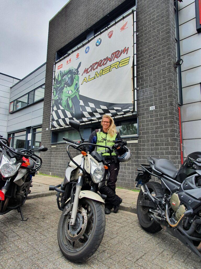 Alissa ook in een keer geslaagd bij FlevoMotor voor haar motorrijbewijs!