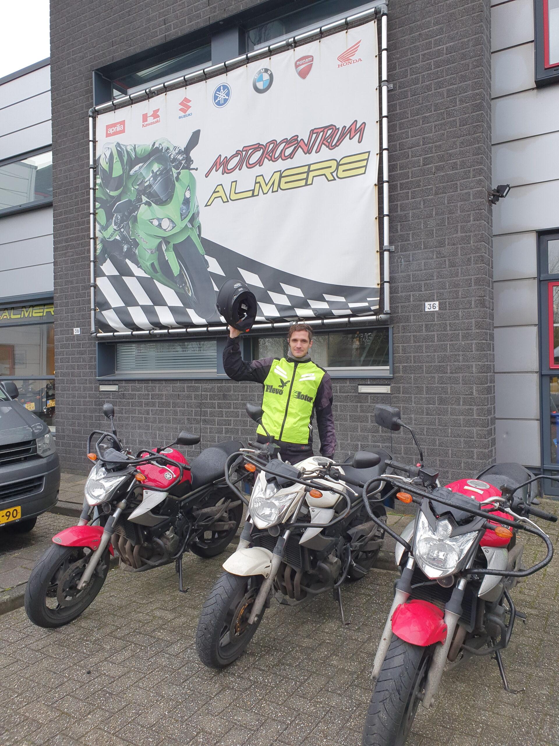 Bart ook in een keer geslaagd bij FlevoMotor voor zijn motorrijbewijs.