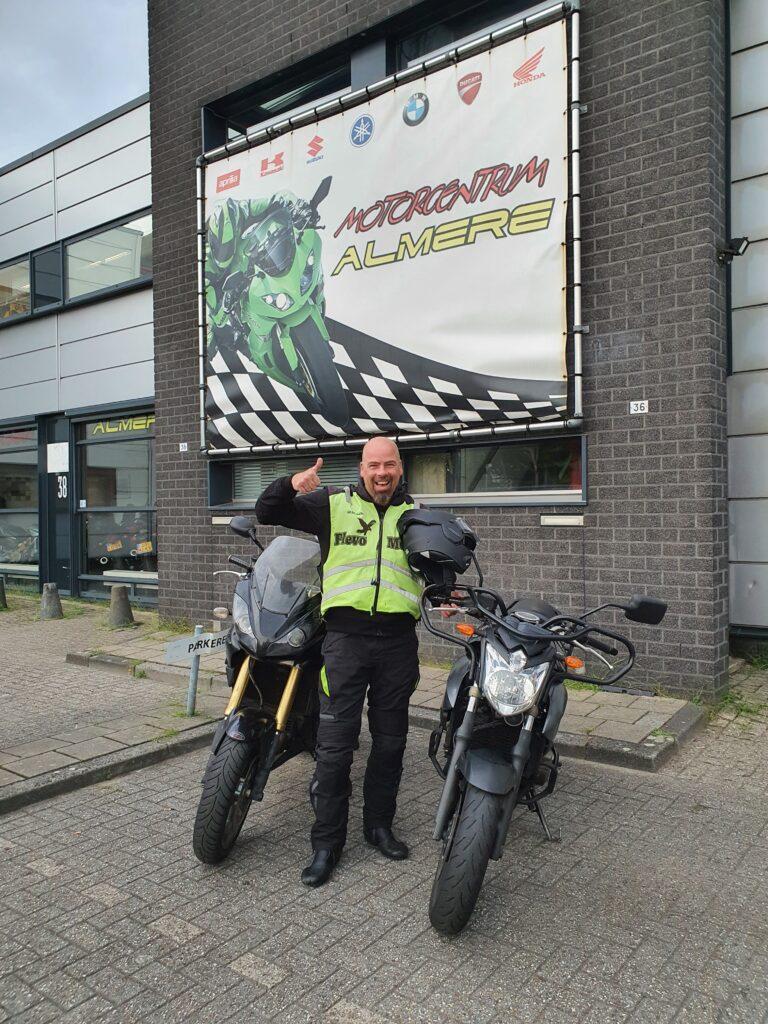 Dave uit Almere Haven ook bij FlevoMotor in een keer geslaagd voor zijn motorrijbewijs.