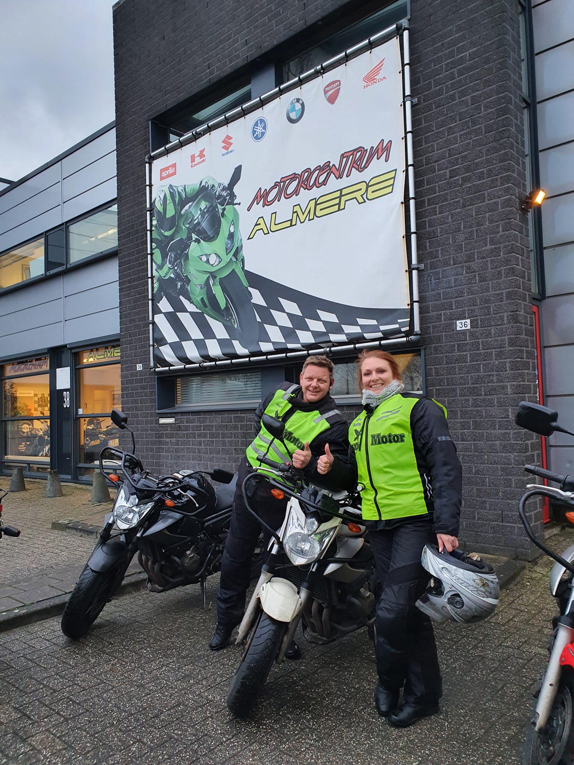 Edwin en Diane beide bij FlevoMotor in een keer geslaagd voor hun motorrijbewijs.