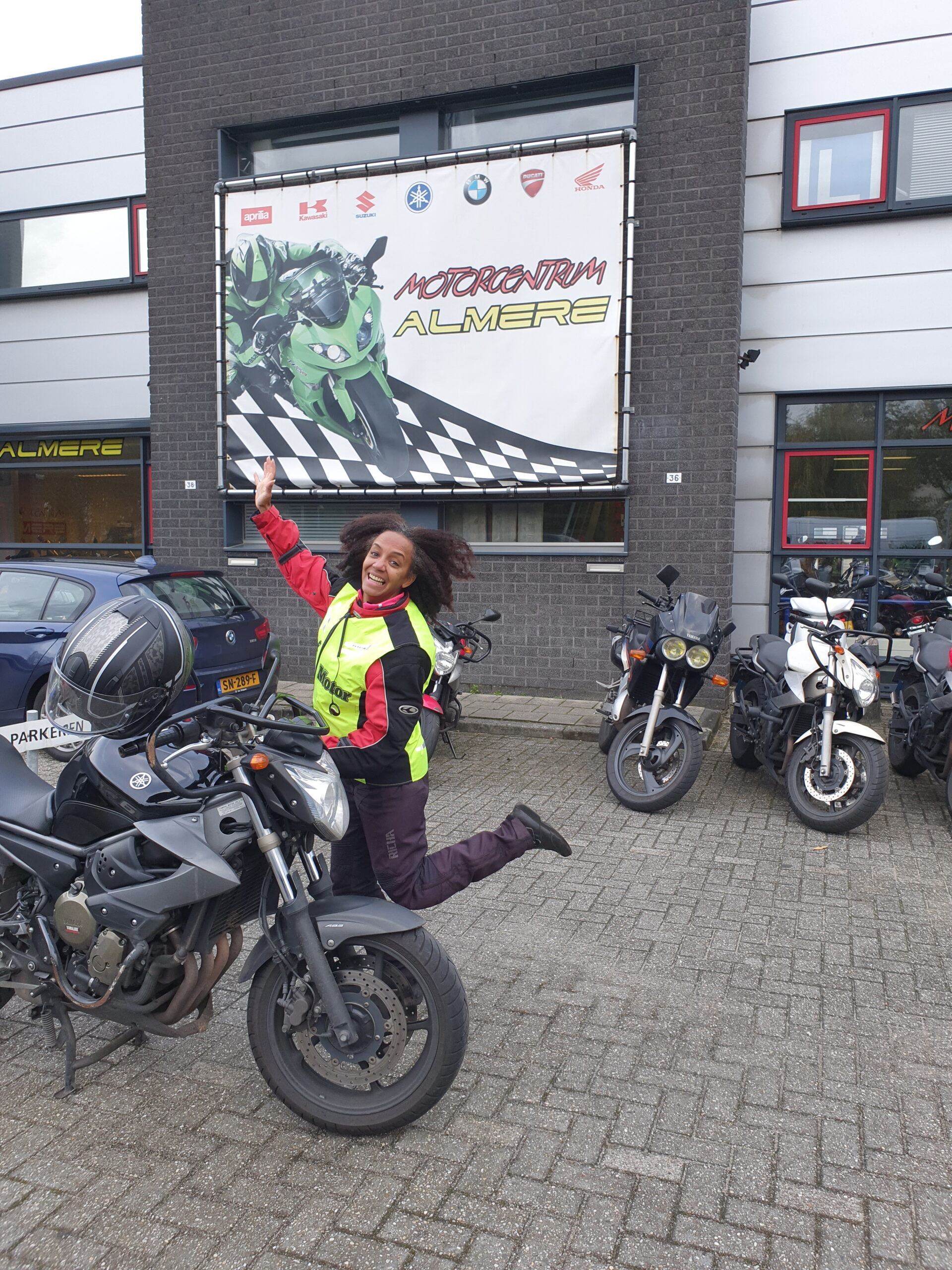 Esmeralda ook bij FlevoMotor geslaagd voor haar motorrijbewijs.