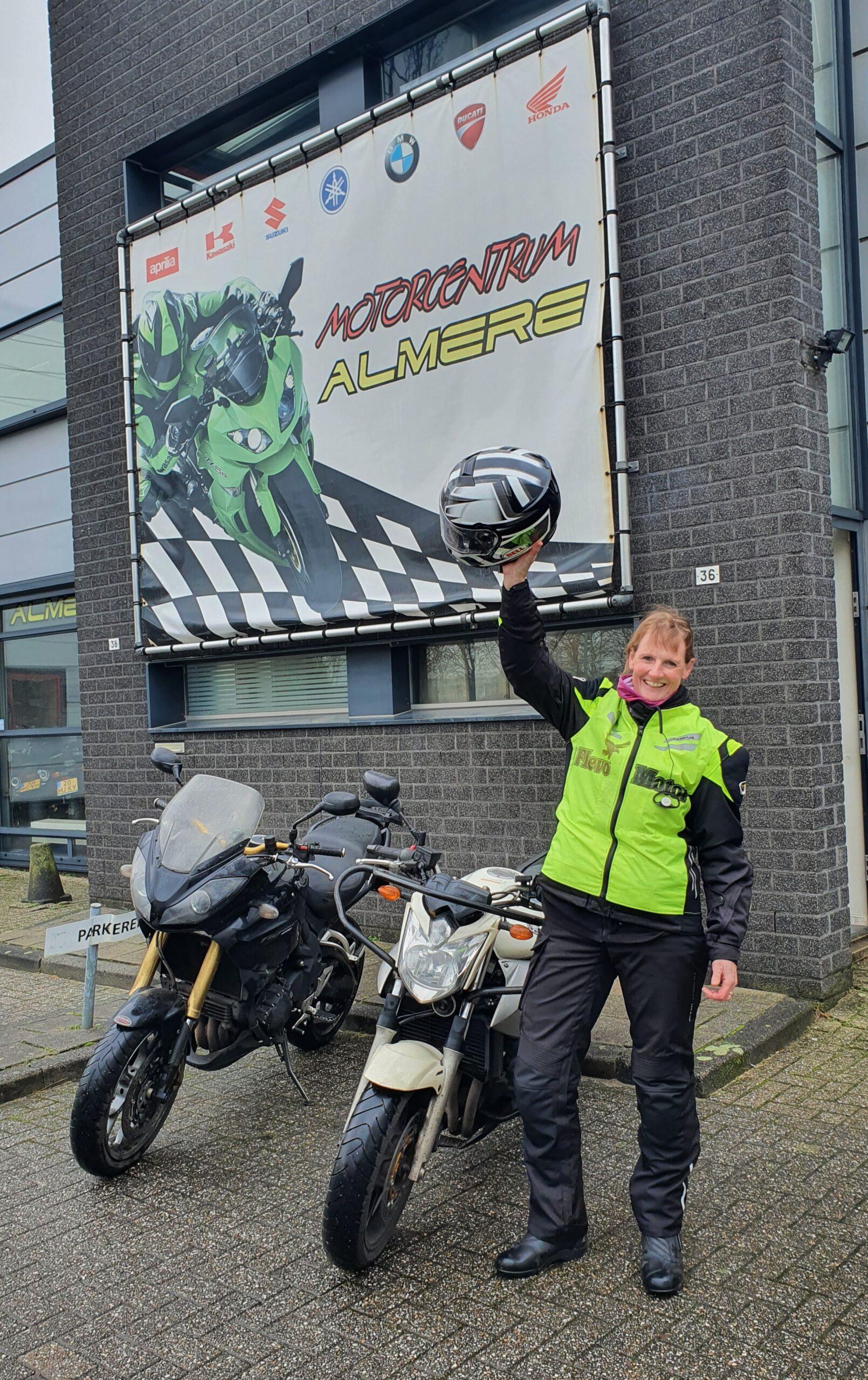 Kirsten ook geslaagd bij FlevoMotor voor haar motorrijbewijs.