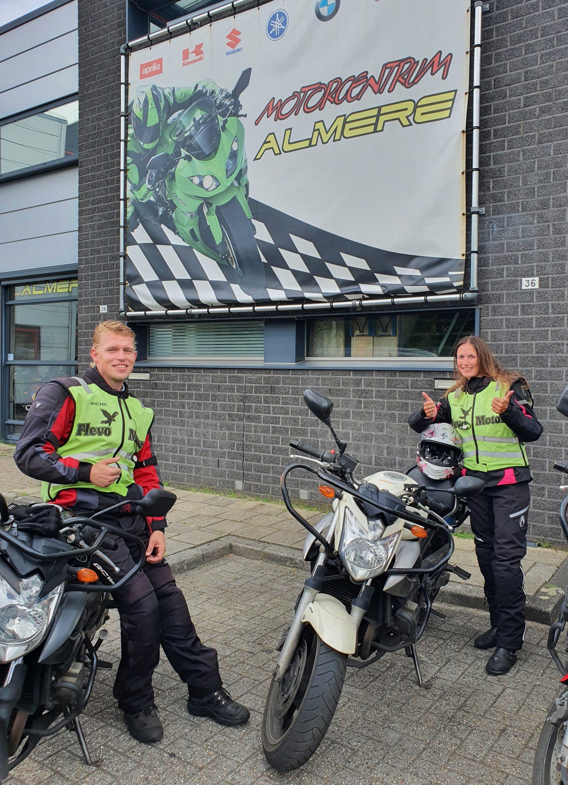 Esther en Michael ook beide bij FlevoMotor in een keer geslaagd voor hun motorrijbewijs!