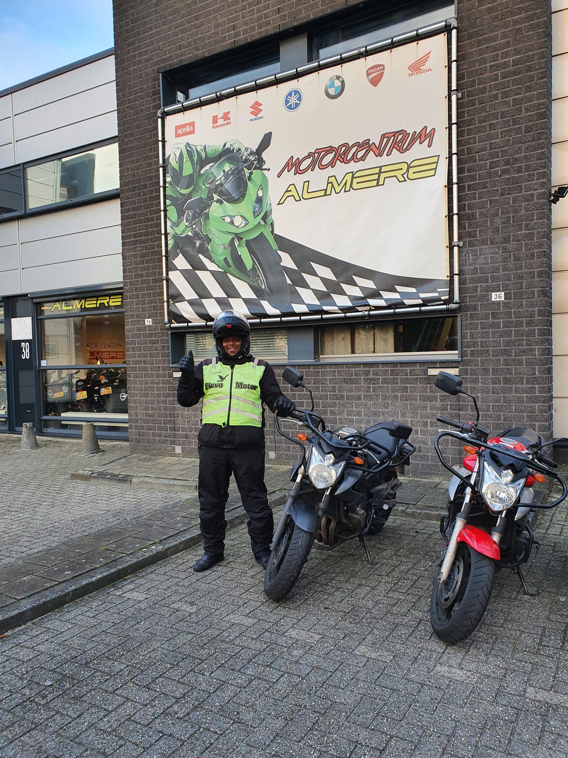 Pierre ook bij FlevoMotor in een keer geslaagd voor zijn motorrijbewijs.