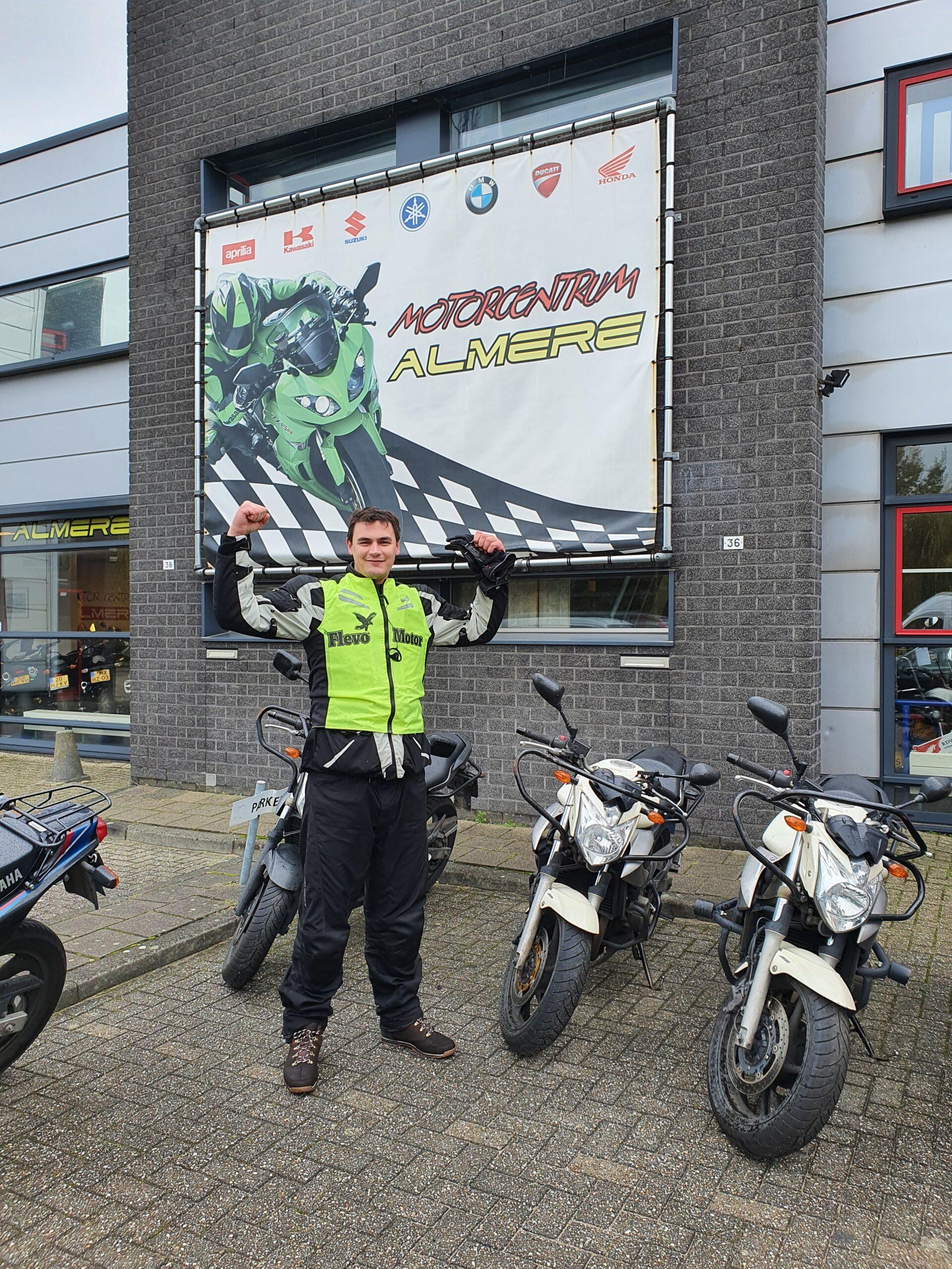 Remco ook bij FlevoMotor in een keer geslaagd voor zijn motorrijbewijs.