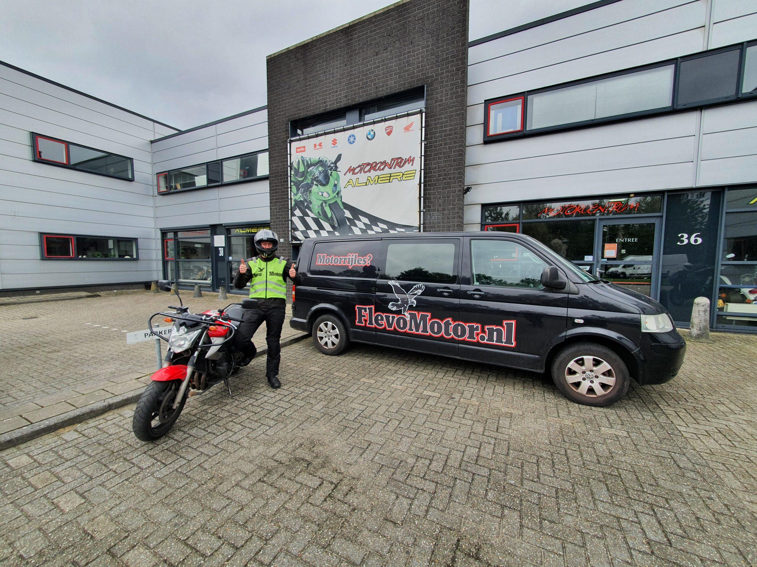 Tijmen ook bij FlevoMotor in een keer geslaagd voor zijn A2 motorrijbewijs.